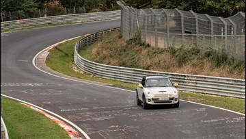 No Brakes, No Problem! Mini Tests New Car on Racetrack Using No Brakes