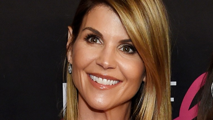 Lori Loughlin gets 'Full House' co-star's support in college admissions scandal
