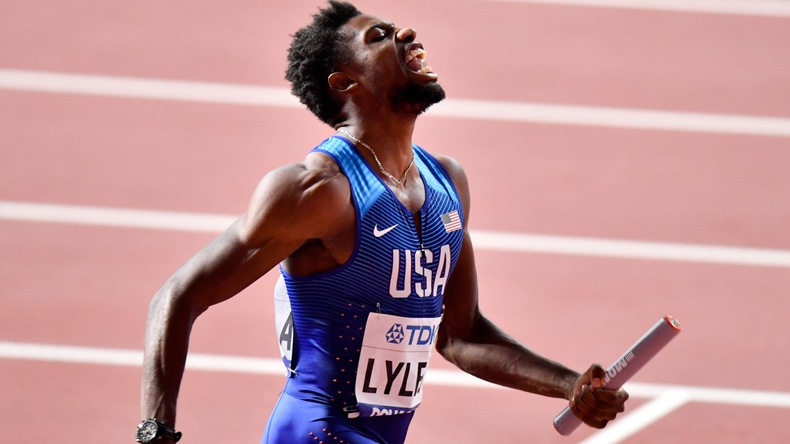 Noah Lyles sends message by raising gloved fist at trials