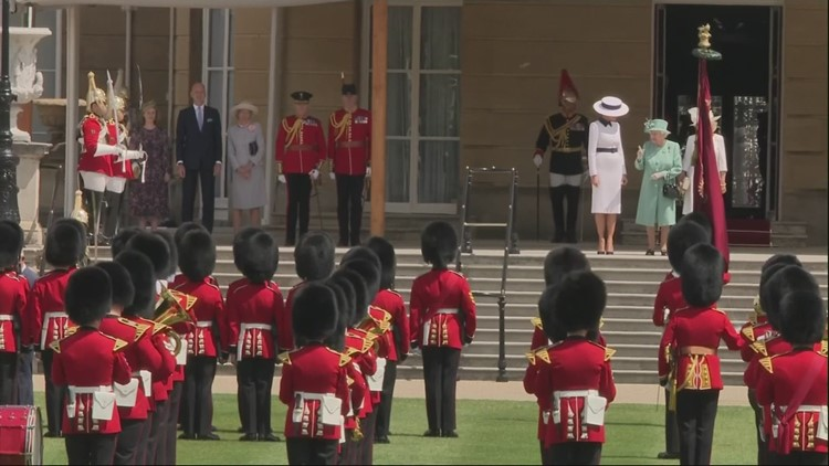 Trump inspects Honour Guard at palace ceremony