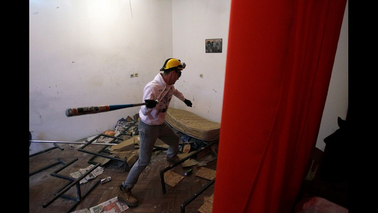 Rage Rooms Why Recreational Smashing Could Be Good For Your Mental Health 11alive Com