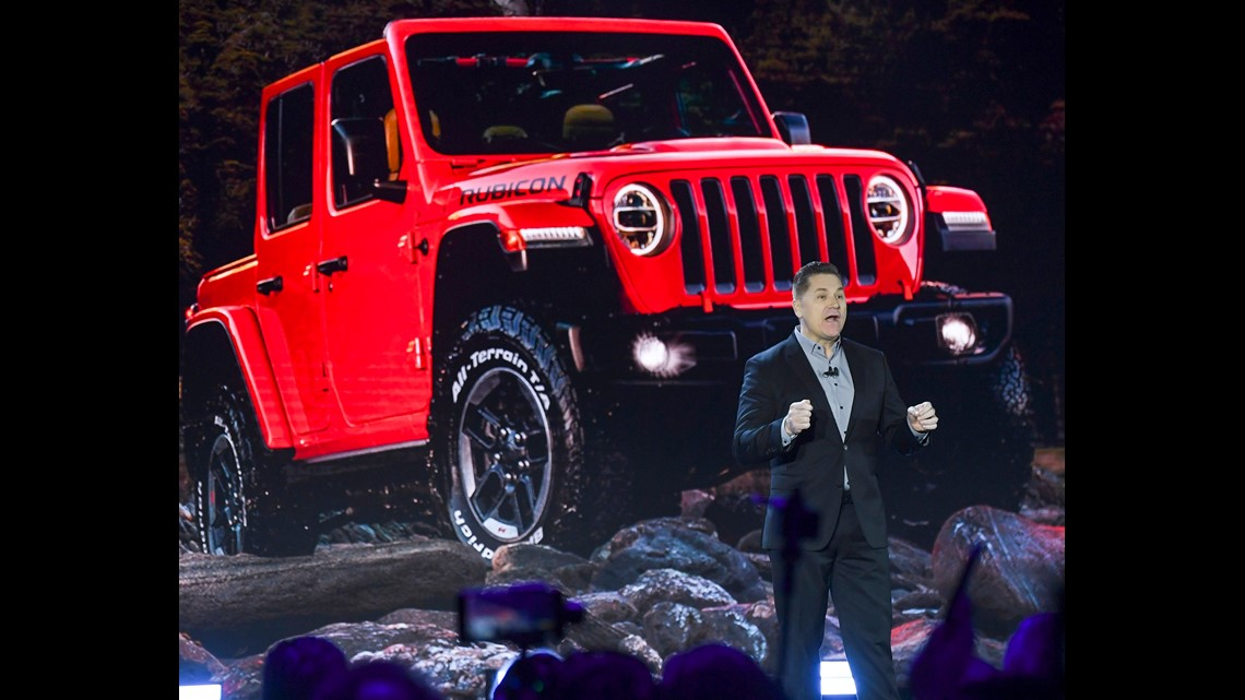 jeep gladiator truck finally revealed at la auto show