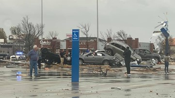 Tornado tears through Arkansas city, leaves extensive damage