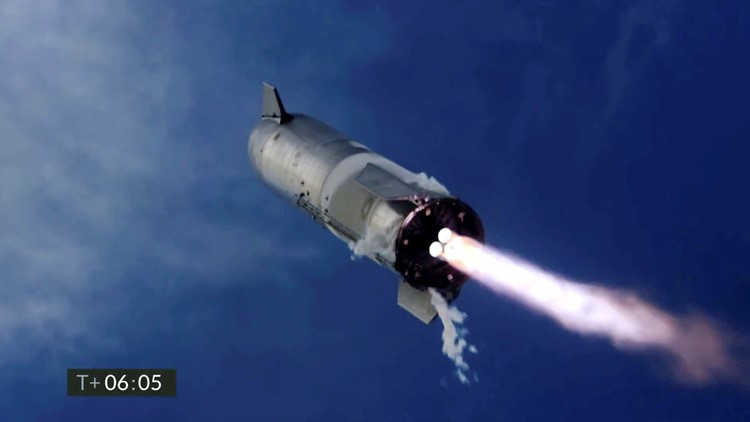 SpaceX's Starship sticks its landing but blows up in new test