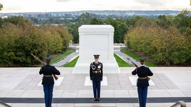 All-female guard change makes history at Tomb of the Unknown Soldier