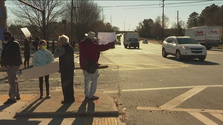 DeKalb County teachers protest, asks for 'safe return' to protect employees and students