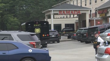 Man barricaded inside room at Roswell hotel taken into custody