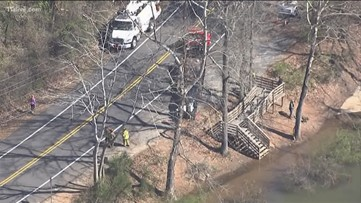 Car strikes 2 people near Chattahoochee Nature Center in Roswell
