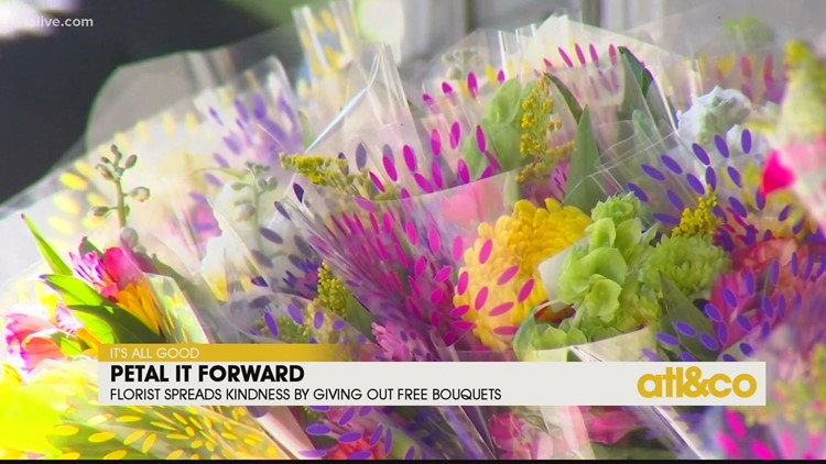 Florist Spreads Kindness by Giving Out Free Bouquets