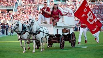 WATCH: Oklahoma football avoids tragedy with 'Sooner Schooner' mishap
