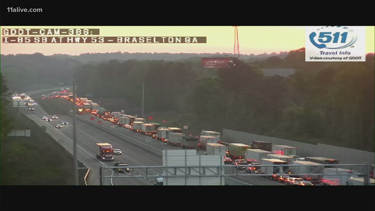 TRAFFIC | Tractor trailer wreck stalls I-85 North in Jackson County