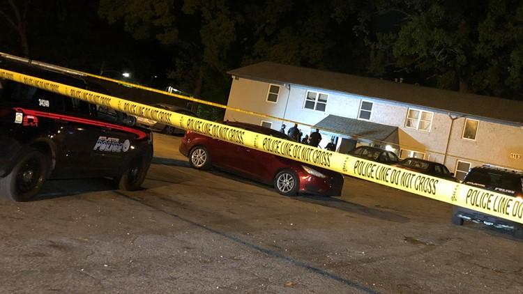 5 shot, 1 critical after shooting outside southwest Atlanta apartments