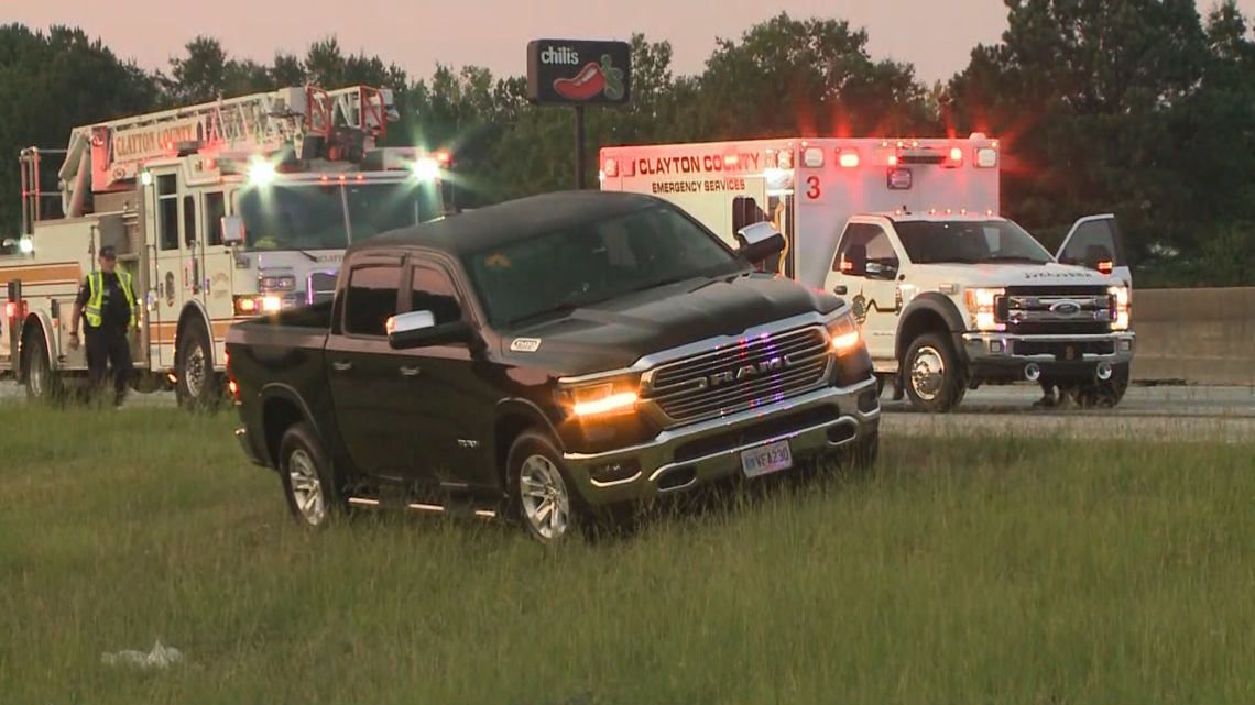 At least 1 dead in 11-car wreck on I-75 northbound in