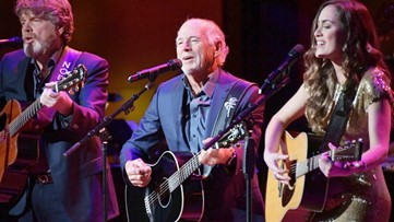 WATCH: Jimmy Buffett stuns social media with mic drop after singing national anthem
