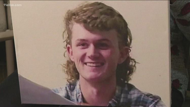 Teen dies after being injured in fight at Dawsonville Applebee's
