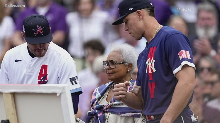 MLB honors Hank Aaron at All-Star game