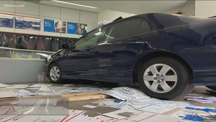 One dead after elderly woman drives into crowded Georgia post office
