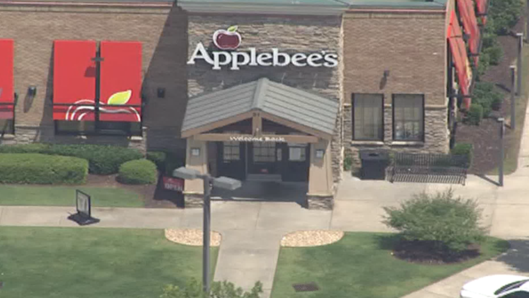 Teen dies after fight at Dawsonville Applebee's; Suspect charged with aggravated battery, assault