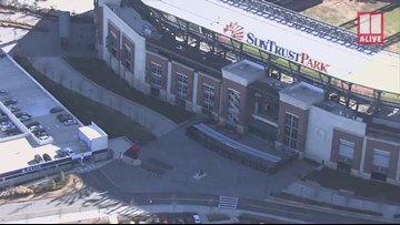 SunTrust signs come down from Braves stadium