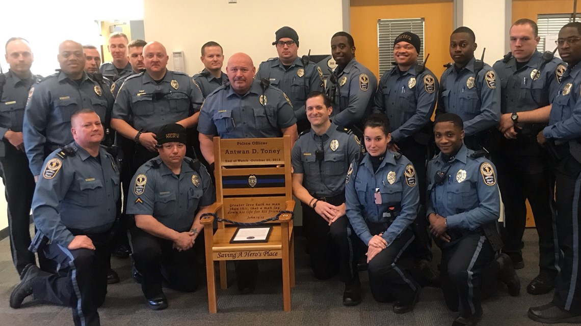 Texas non-profit donates 'honor chair' to remember the life of Officer Antwan Toney