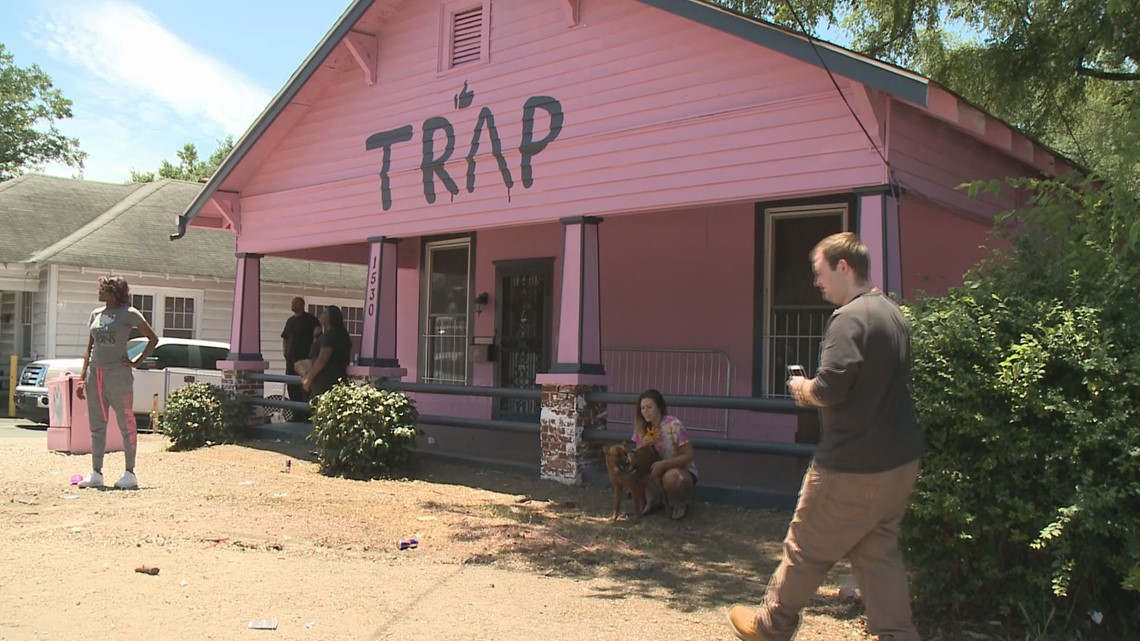 Car At Atlanta S Pink Trap House Towed Away After Complaints