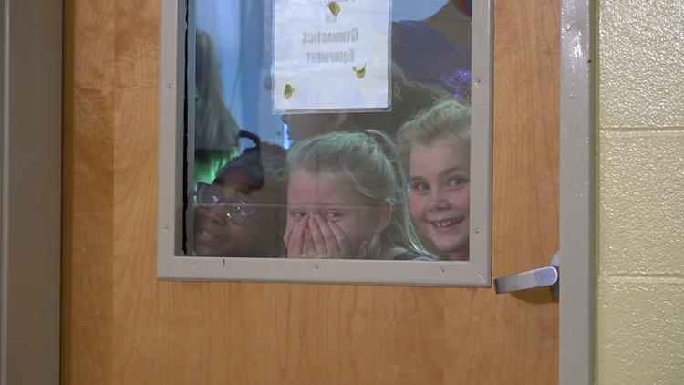 Kids watch surprise meeting of Dante Sipp and Lauren Larrison