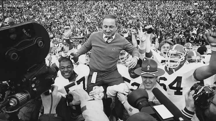 Walk down memory lane with legendary Georgia coach Vince Dooley