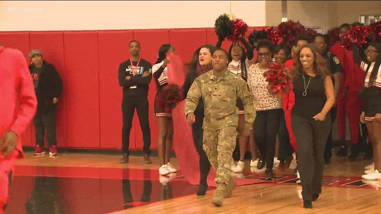 One soldier pulled off a surprise homecoming his mom is still thinking about
