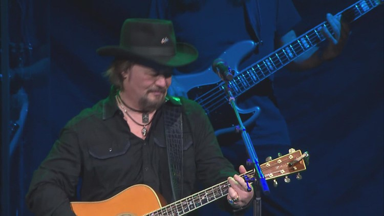 Country singer Travis Tritt talks life at home and on the road