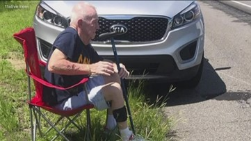 Woman helps veteran who was locked outside of his car