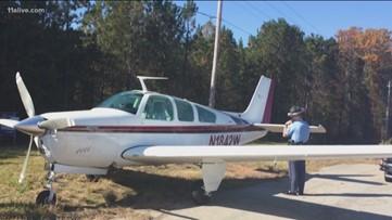 Airplane makes emergency landing on Ga. highway, pulls into parking lot