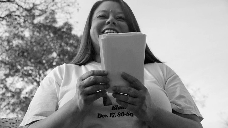 Jennifer Boyd remembers her friend while flipping through photos. (Jessica Noll / WXIA)