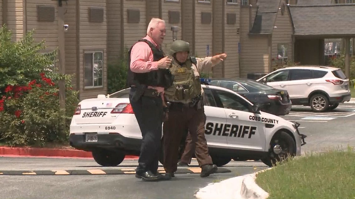 Man in custody after barricading himself inside hotel room | 11alive com
