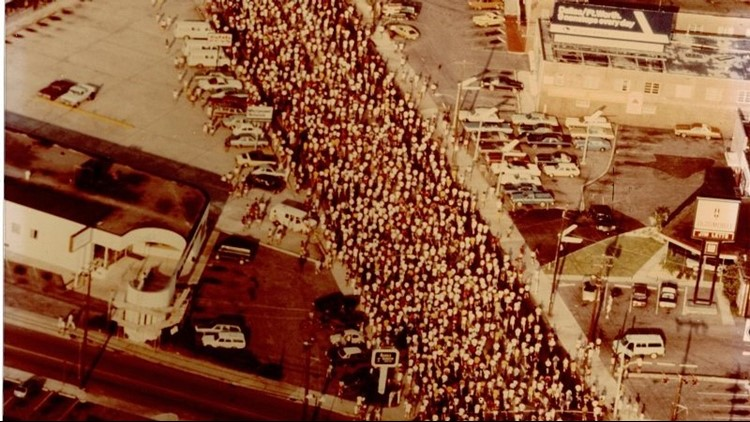 Old Crowd Shot_1532026655735.jpg.jpg