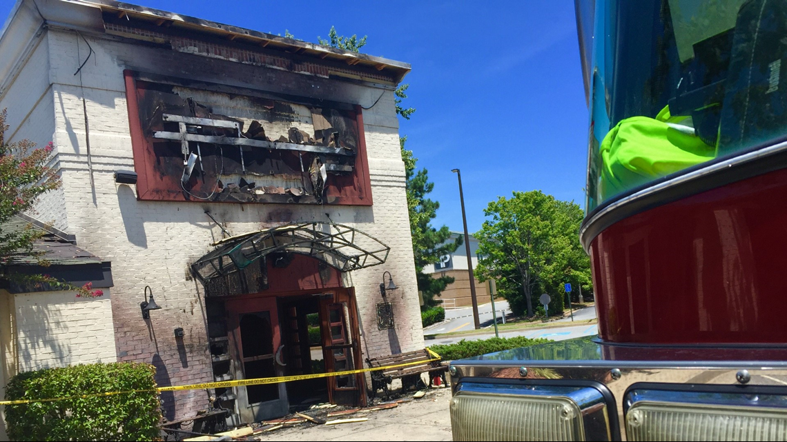 Fire On Awning Of Kennesaw O Charley S Restaurant Frightens