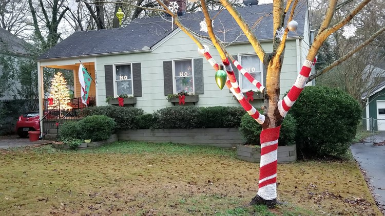 Cindy Barnes Reed yarn-bombed her tree for Christmas