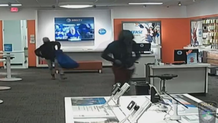 Caught on camera | Masked men rob AT&T store in Conyers