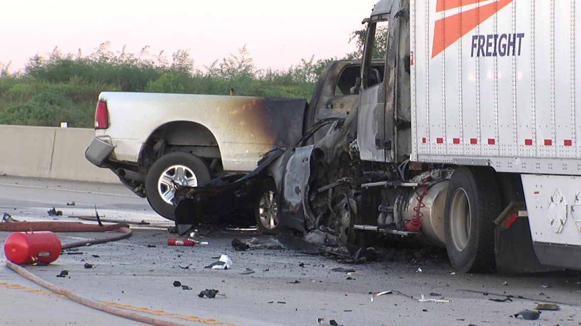 Three die in Thursday morning wreck on westbound IH-10 at major Dr