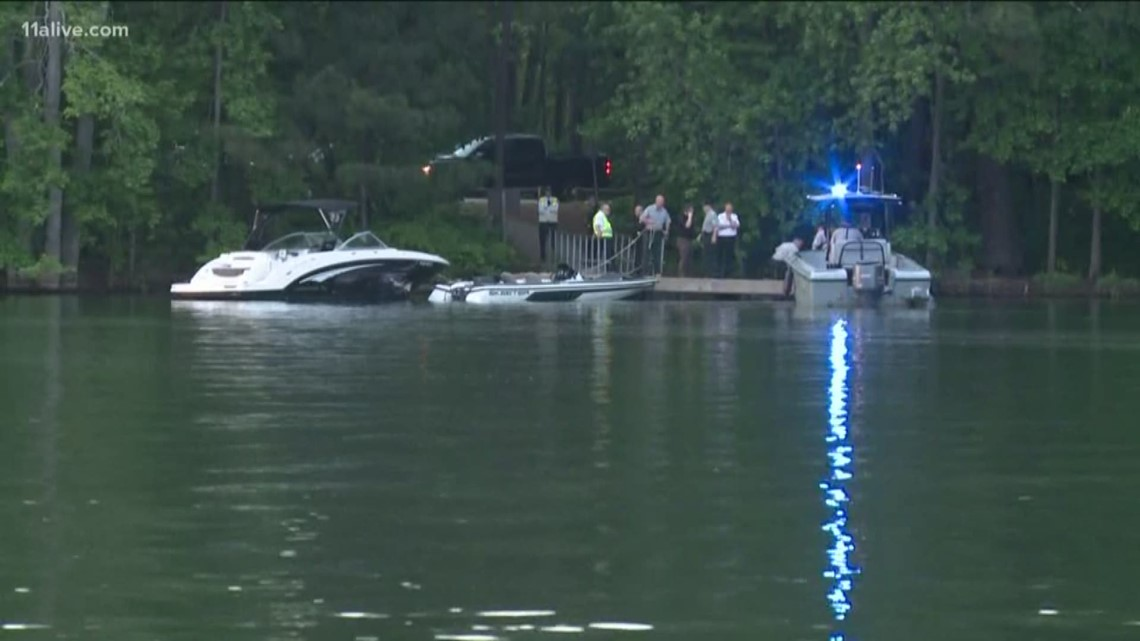 1 recovered from Lake Lanier after boat crash, another still