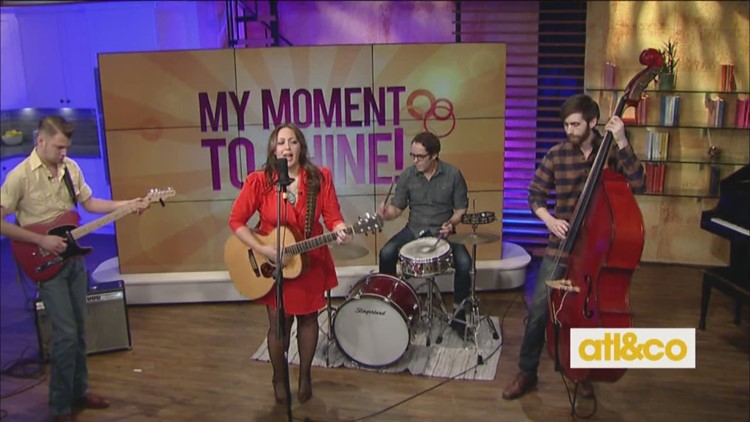 'Andrea & Mud' Perform on A&C