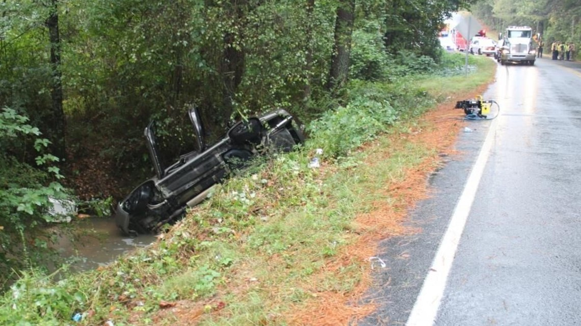 Teen killed when car goes airborne, flips and crashes in Gwinnett