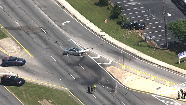 Clayton County Police officer killed in wreck