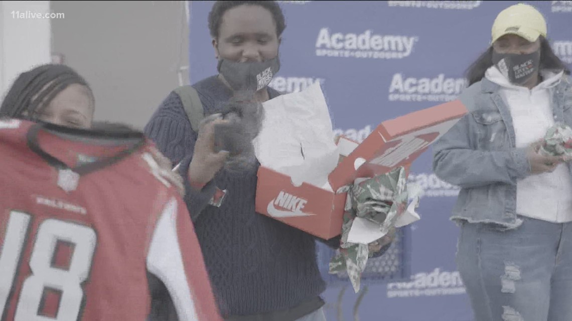 Falcons' Calvin Ridley teams up with Academy Sports to donate sports, outdoor gear