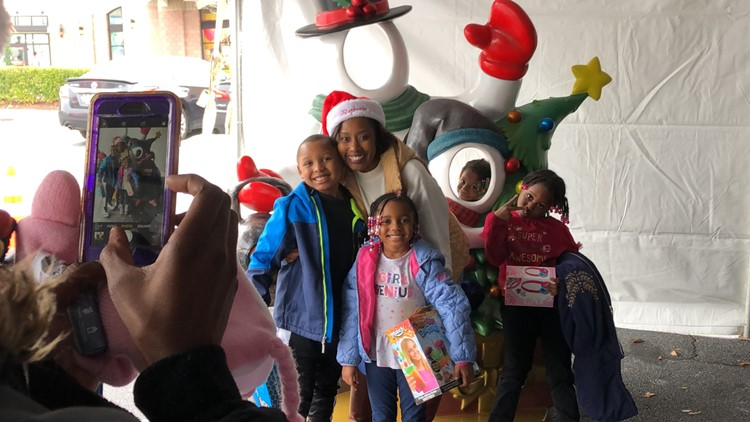 Councilmember Stephanie Gordon poses with Jingle Jam attendees