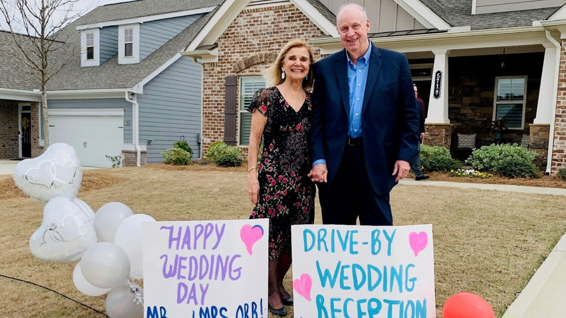 Couple In Quarantine Weds In Drive By Ceremony With Over 30 Cars 11alive Com