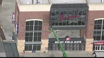 'SunTrust' signs being taken down at ballpark