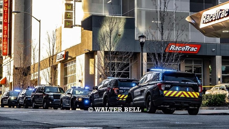 Downtown RaceTrac gas station shooting, robbery attempt injures two in Atlanta