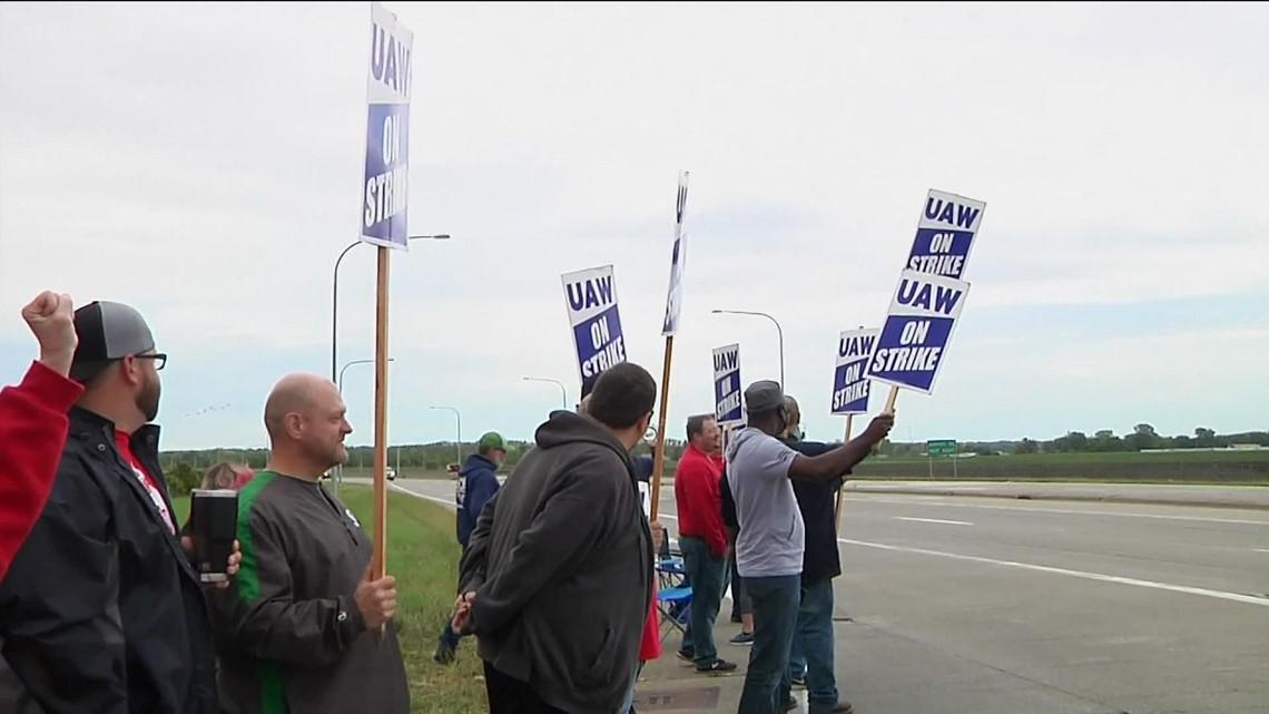 Local union workers strike against John Deere