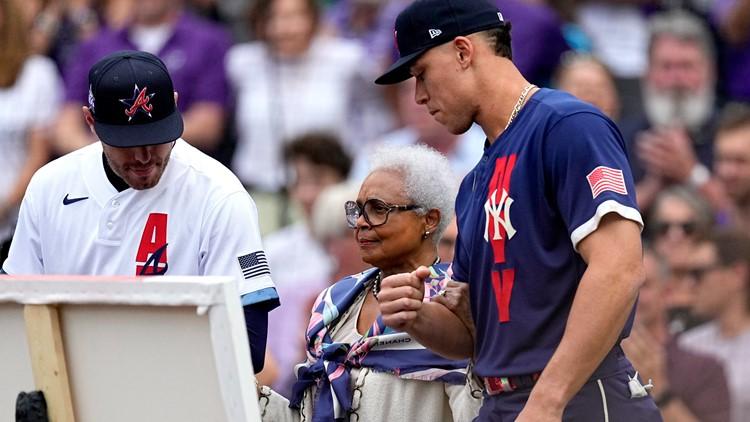 MLB pays homage to Hank Aaron