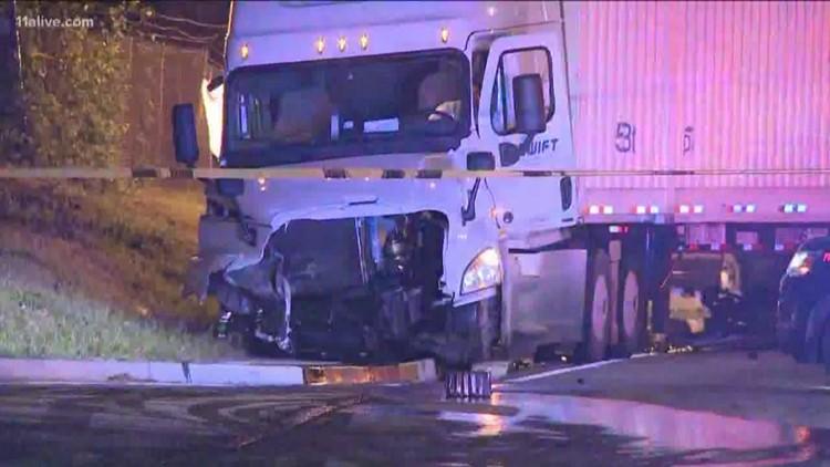 1 killed, 4 critically hurt in fiery wreck on Atlanta's west side